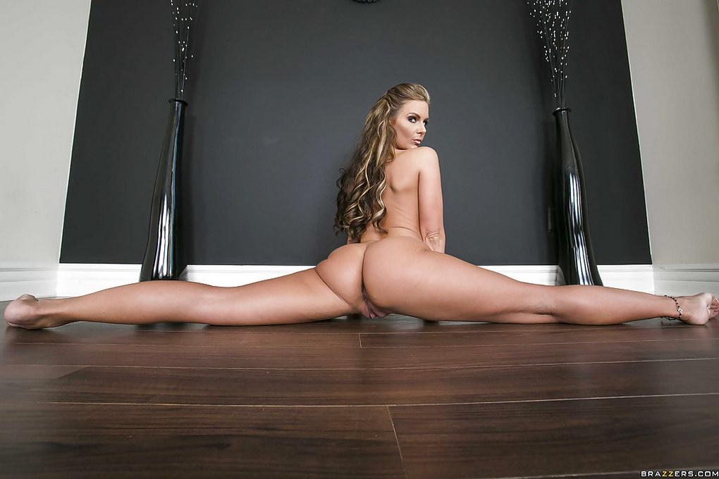 Гимнастка садится на шпагат порно — img 8