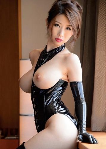 Симпатичные голые азиатки