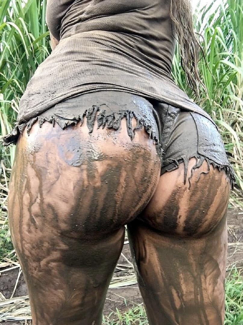 Девушки с грязными попами и грязным бельем фото