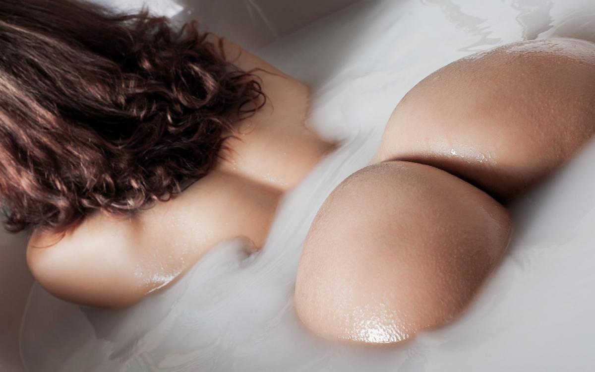 Girls naked moist ass